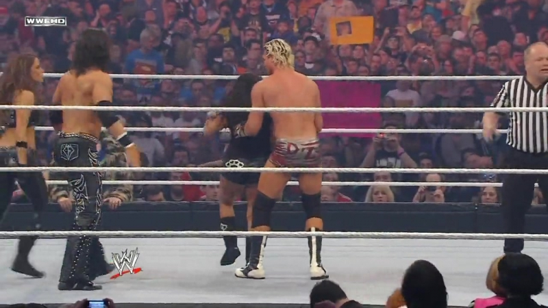 WWE WrestleMania 27 - John Morrison, Trish Stratus and Snooki vs. Dolph Ziggler and LayCool (Michelle McCool and Layla)