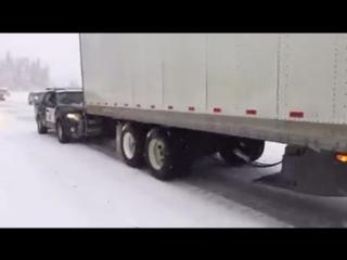 Как американская полиция помогает грузовикам