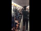 Танцевальный батл в метро