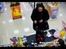 Во Владивостоке Бабушка-фокусница облапошила продавца алкомаркета и попала на видео