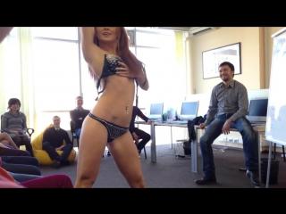 Стриптиз в офисе частное видео закрытая вечеринка