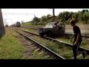 Поезд сбил УАЗик Водитель выскочил за секунды до столкновения