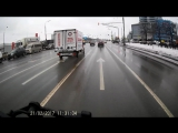 Подкатил на светофоре.