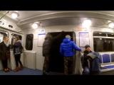 В метро засняли на видео хулиганов, державших дверь поезда 15.01.2016