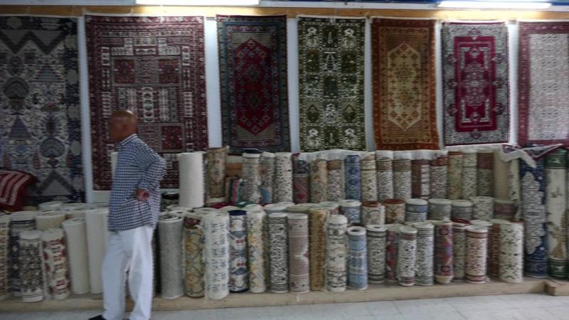 61. Лучшие Кайруанские ковры в ковровой лавочке мечети Кайруана.