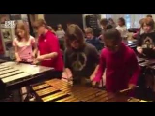 Детский оркестр играет песню Ozzy Osbourne - Crazy Train