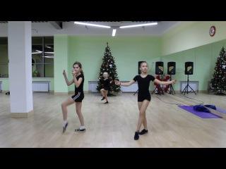 Старшая группа по танцам в «Магис Дети» 7-12 лет — связка современного танца