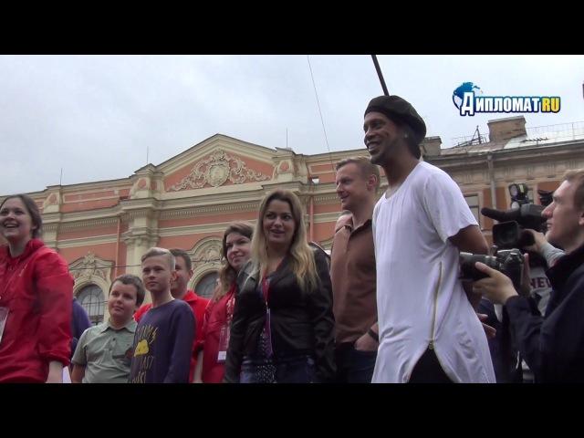 Рональдиньо против робота голкипера