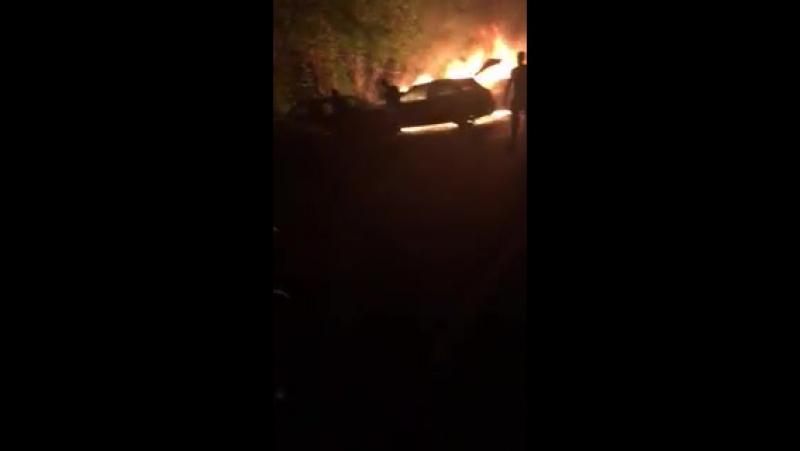18 июля на ул. Юрша (Садовый) подожгли машину. Видео