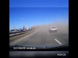 Авария! В Тольятти дорожники чистили разделительную.