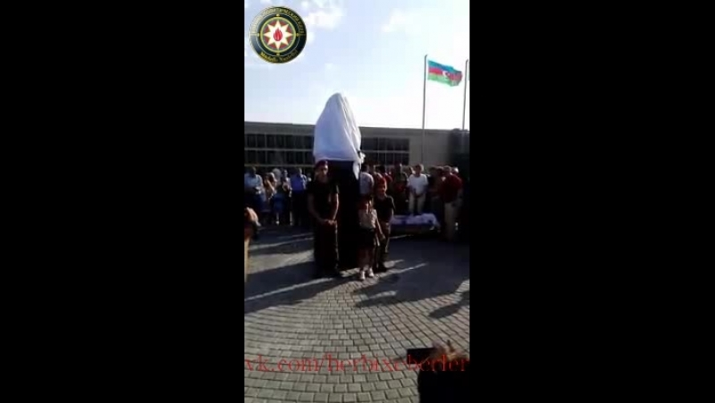 Şəhid Elimdar Səfərovun xatirəsinə parkın və büstün acılışında kicik qızdan təsirli şeir.