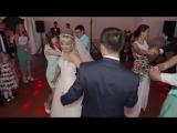 Виталия и Сергей - очень клевый свадебный танец (с друзьями)