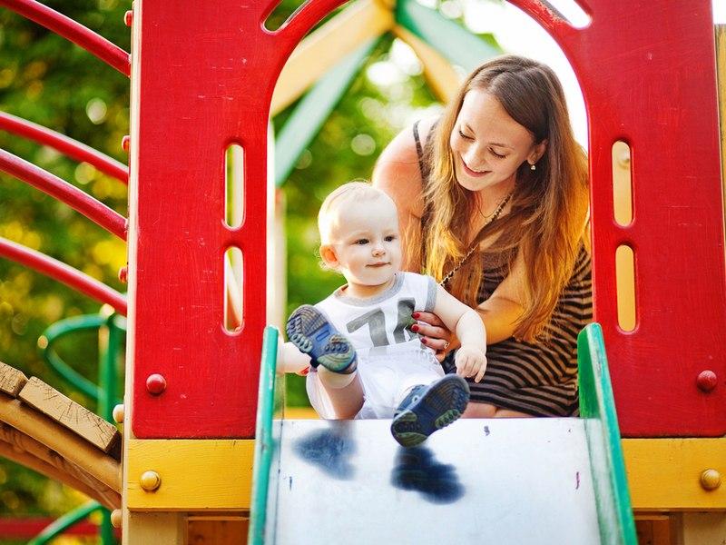 Сотрудники «Жилищника» привели в порядок детскую площадку в Покровском-Стрешневе