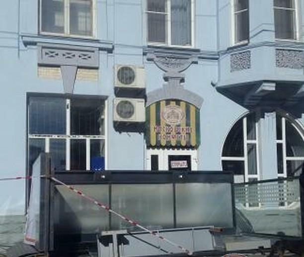 ВСтаврополе сильный ветер перевернул три остановочных павильона