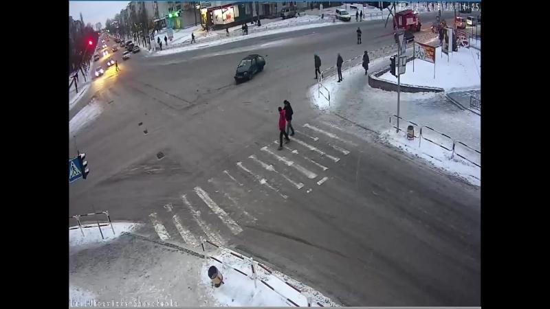 ДТП в Новограде-Волынськом на перекрестке Пушкина-Шевченко (18.12.2016)