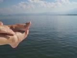 Водная прогулка по озеру Эрхай на остров, город Дали, провинция Юньнань.