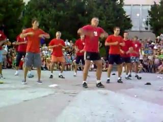 танцуют Тверк