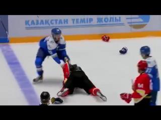 Хоккеист китайского клуба госпитализирован после драки с Дамиром Рыспаевым