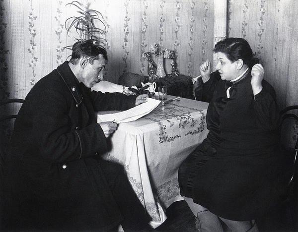 Фининспектор у нэпманши. Москва ,1928 г. Аркадий Шайхет.