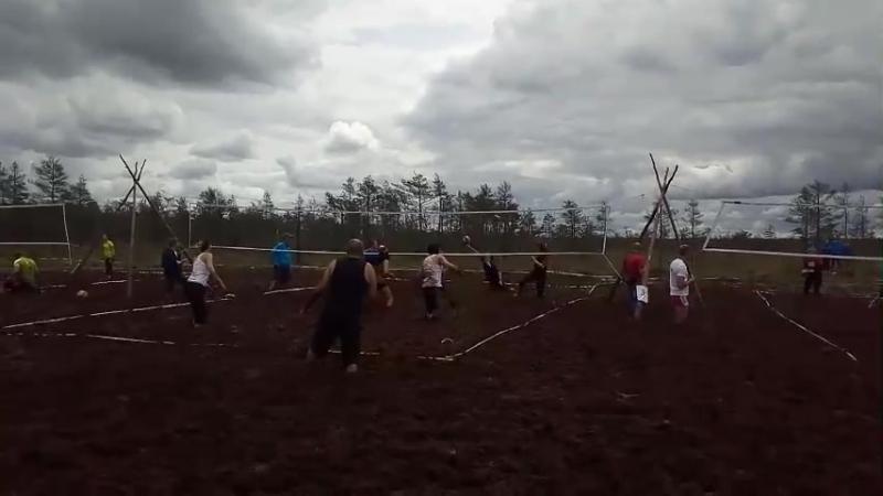 Блотный волейбол 2017. Первая игра 220Вольт против Алкоклуба