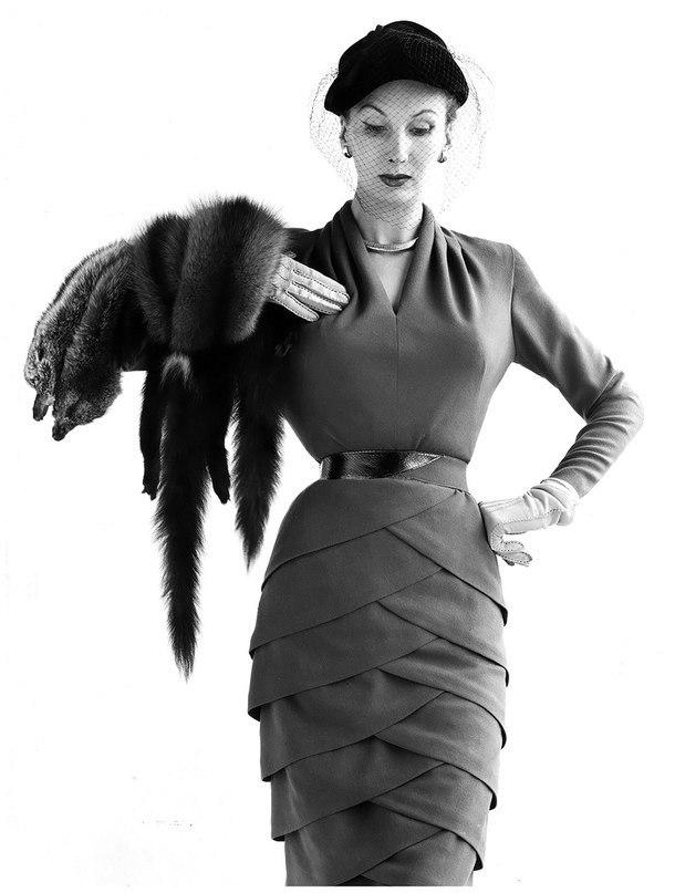 Барбара Гоален в платье от Lily Schroeter, 1951 г.
