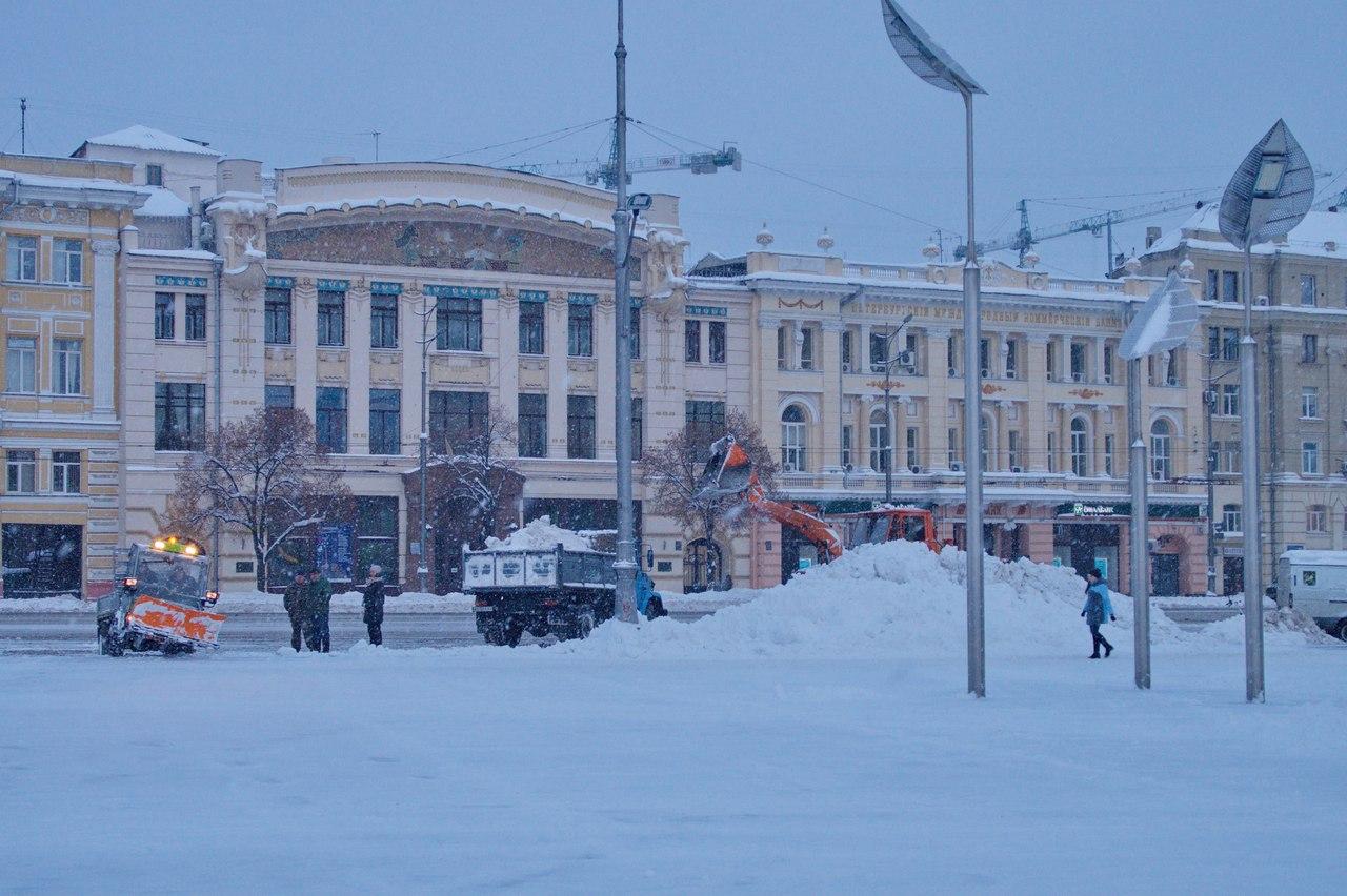 Заснежило: Жители Харькова публикуют снимки зимнего города