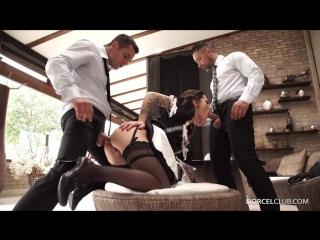 Горячая порно служанка сняла трусики и запрыгнала на член хозяина и друга. на два болта в киску и попку