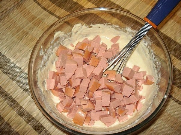 МЯСНОЙ КЕКС Ингредиенты: ● Сардельки — 3 шт. ● Сыр
