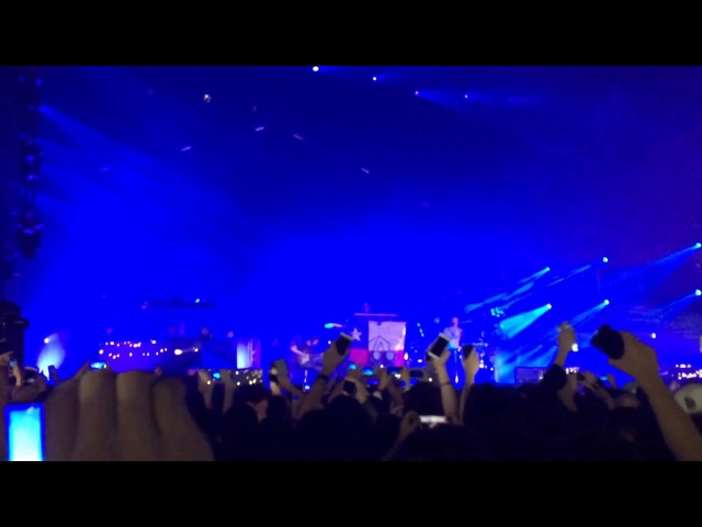 Linkin Park - One More Light (Live Debut in Santiago de Chile)