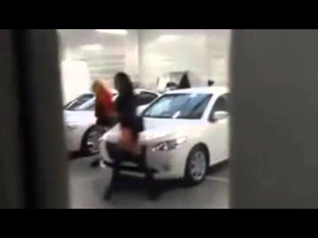 Две Красотки Забыли Своё Авто - The Two Beauties Have Forgotten Your Car - Лучший Прикол 2015порно анал эротика секс инцест минет porno anal лесби