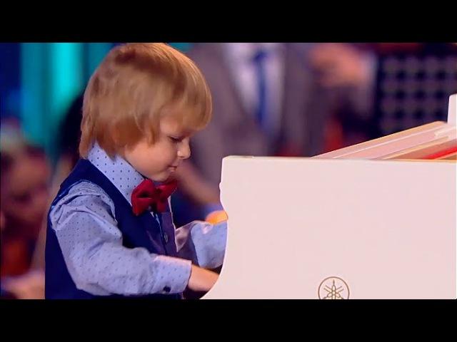 Елисей Мысин (5 лет) - рояль, фрагмент концерта И.С.Баха Фа Минор, часть 1 Синяя птица 2016