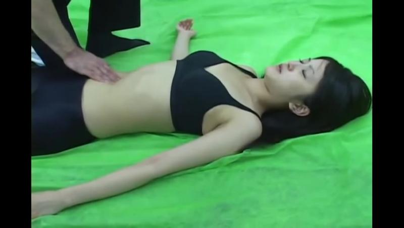 Asian Belly Punch - お腹のピンポイントマッサージ - YouTube