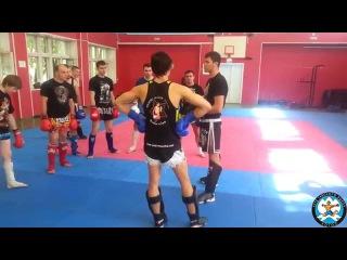 Артем Левин показывает прием борьбы в клинче в клубе тайского бокса Лотос fhntv ktdby gjrfpsdftn ghbtv ,jhm,s d rkbyxt d rke,t n