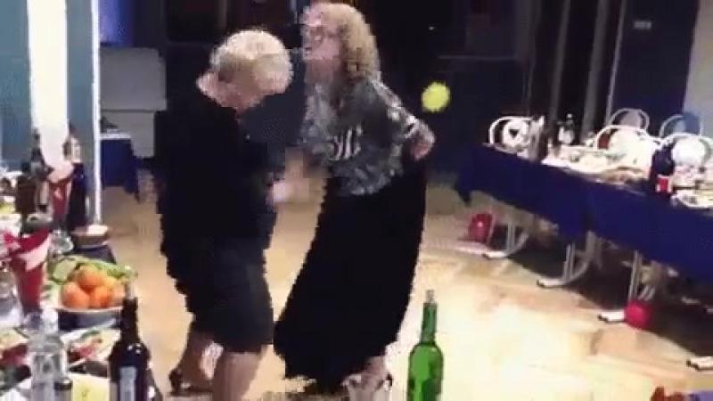~~> Юлька, когда ты танцуешь... ты ведомая... или ведущая <~~ Когда... я танцую... я.... БУХУЩАЯ.... бл@ть..... =))