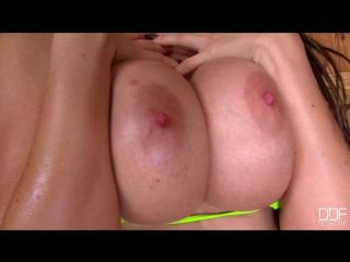 Charley Atwell пышная сочная мамка и ее упругие большие сиськи в сауне [ модель голая киска не порно в бане жопа стриптиз мильфа