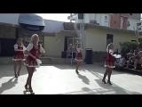 Девушки танцуют Калинку-малинку