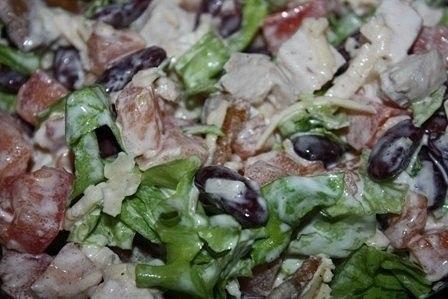 Салат с курицей и фасолью Вкусненько!