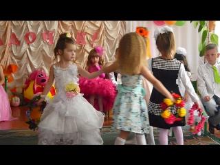 Танец с веночками..позитивчик)