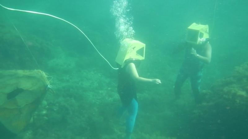 Анна с инструктором! Пешая подводная прогулка !