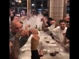 1xBet: Ман Сити в ресторане
