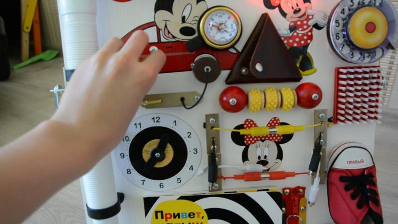 Бизиборд-книжка Микки и Минни Маус. Сторона 1