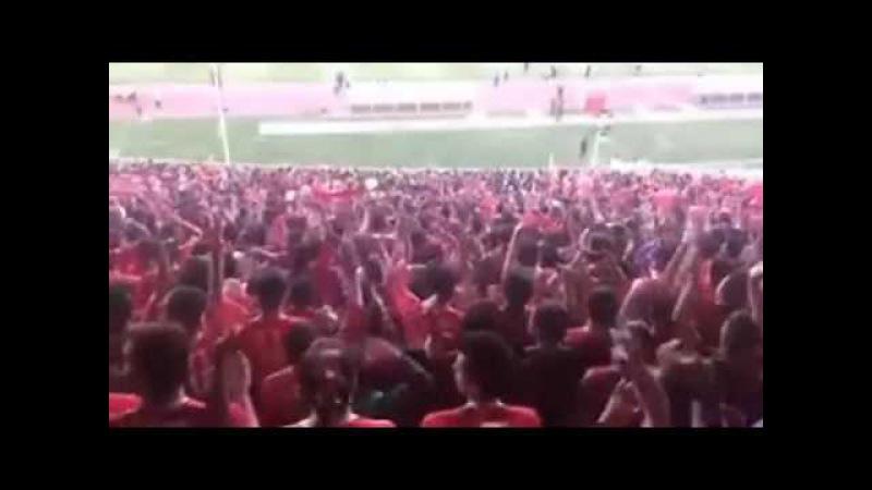 Sen yaşa Azerbaycan - Burası Güney Azerbaycan (İran). Maça gelen 80 bin kişi hep birlikte