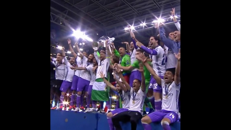First club to win the UCL in consecutive seasons! Bravo, realmadrid 👏