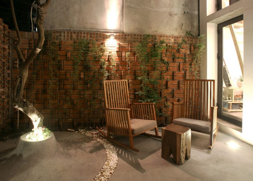 Perforated brick gable screens courtyard in front of compact Hanoi house (Part 2)