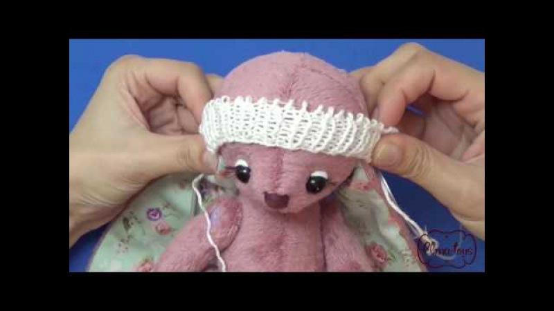 Как связать спицами шарфик и шапочку для игрушки.