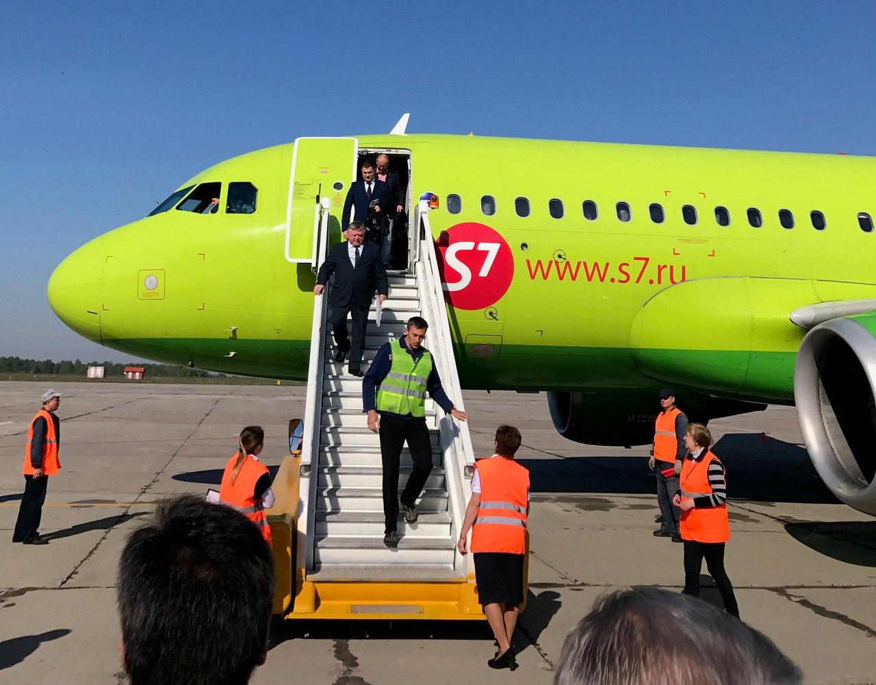 1-ый рейс Санкт-Петербург-Брянск встречали «водной аркой»