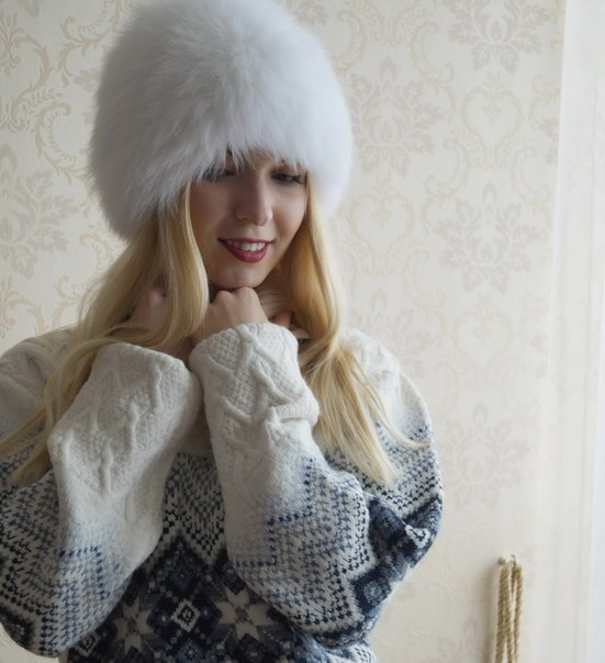 https://ru.aliexpress.com/store/product/MOSNOW-Brand-New-Luxury-Fox-Fur-Hat-Female-Winter-Women-S-Casual-Knitted-Warm-Elegant-Solid/2338253_32713097423.html?detailNewVersion=&categoryId=200000447 Объемная шапка из пушистого натурального меха лисы. В подарок