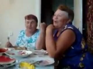 Бабульки отжигают на 20 секунде я упал со стула прикол