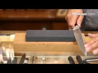 Как правильно точить нож на камне. Пособие для новичков. (Озвучка)