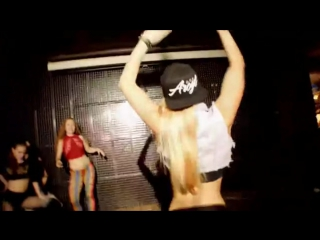 Танцуют девушки Twerk Мастер класс Хиты слушать Dance devushki Master klass Hity listen